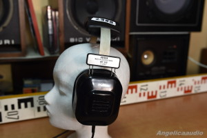 Tesla ARF 300 headphones