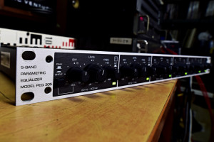 Behringer 5 Band Parametric Equalizer model PEQ 305