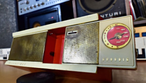 Grundig Micro Boy Transistor Radio with stand and speaker - Vintage Rare (GRUDNIG MICRO BOY 210) - (177824)