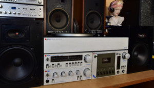 TESLA 710A Mini HiFi Set - Gramofon G710A (177818) - Zesilovač Z710A (177821) - Magnetofon M710A (177822) - Tuner T710A (177820) - Reprosoustavy Tesla ARS 9208 (177817)