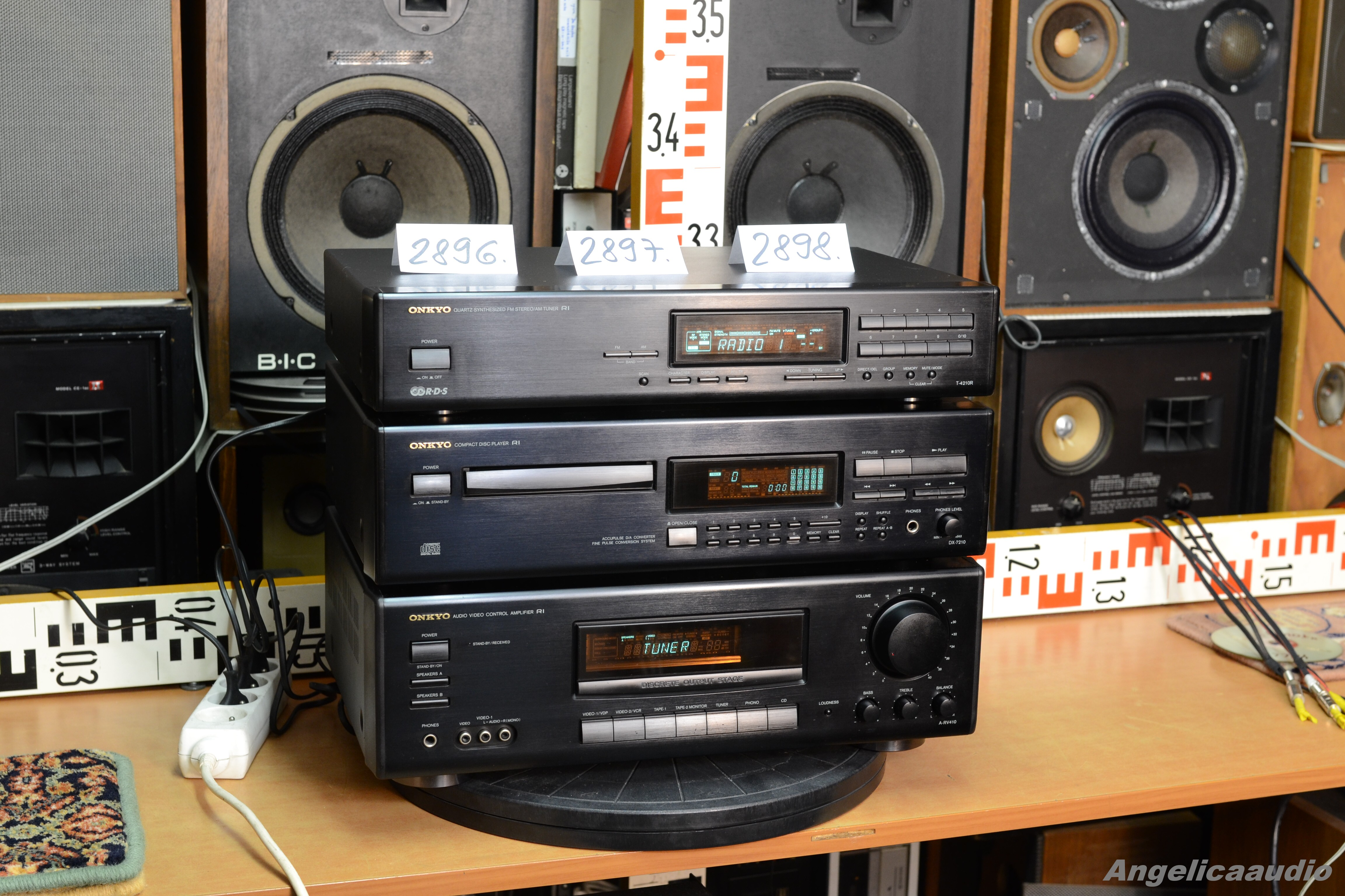 Onkyo R1 A Rv410 Amplifier R1 Dx 7210 Cd Player R1 T